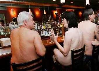 Nudisti al Clothing Optional Dinner