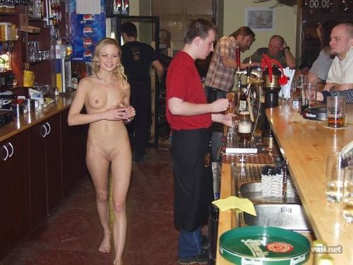 голые официантки в баре фото картинки № 69190