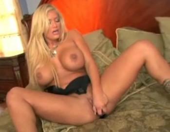 fully nude and naked deepika padukone pussy pics