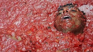 bunol_latomatina_food_fight_03