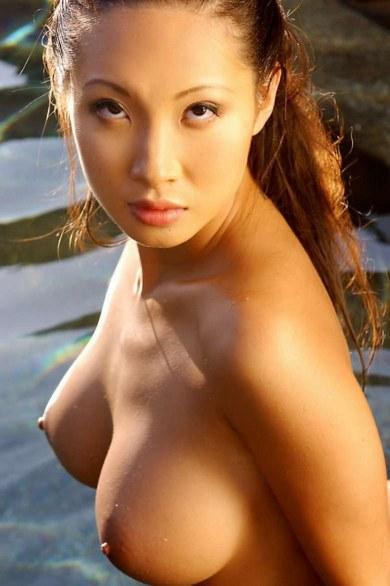 мокрая голая азиатка фото