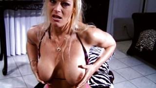 A Brooke Hunter piace caldo tra le tette