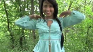 Brunetta russa sexy scopata nel bosco