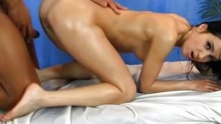 Caldo massaggio a bella brunetta