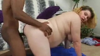Cicciona bianca scopata da un tizio nero