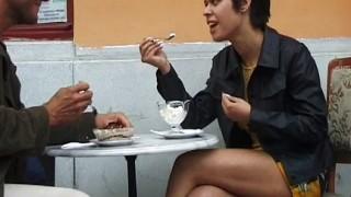 Coppia amatoriale fa sesso in luogo pubblico