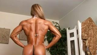 Donna sexy molto muscolosa