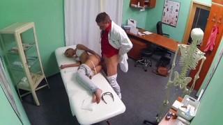 Gina Devine scopata dal dottore