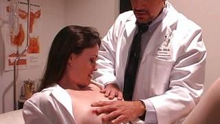 Medico che fotte un'infermiera