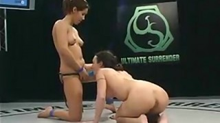 Ragazze flessibili scopano sul ring