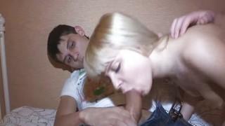 Sesso a tre con teen russa amatoriale