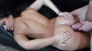 Sexy babe latina cavalca un cazzo duro