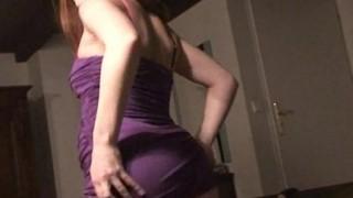 Striptease sensuale di aspirante modella