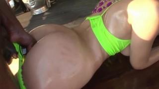 Sesso anale interrazziale con Valentina Nappi