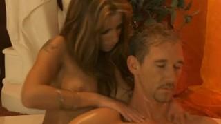 Splendida milf massaggia e sega