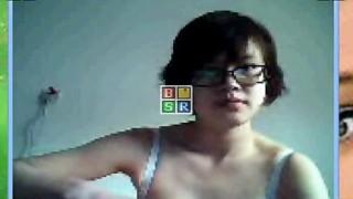 Ragazza cinese si spoglia su skype