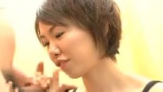 Giovane asiatica ciuccia cazzi